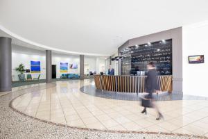 The lobby or reception area at Mantra Mooloolaba Beach