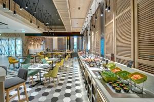 Ресторан / где поесть в URBAN Al Khoory Hotel