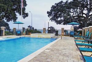 The swimming pool at or near Hampton Inn Biloxi Beach Boulevard