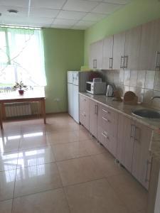 Кухня или мини-кухня в Отель Журавли
