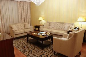 A seating area at Le Meridien Medina