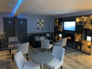 The lounge or bar area at The Davron Hotel