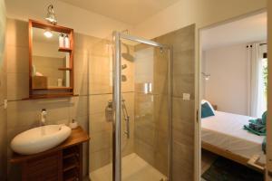 Salle de bains dans l'établissement Villa Turquoise
