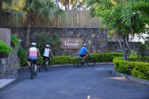 Vélo sur le terrain de l'établissement Veranda Paul et Virginie Hotel & Spa - Adults Only ou dans les environs