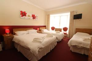 A bed or beds in a room at Daish's Hotel
