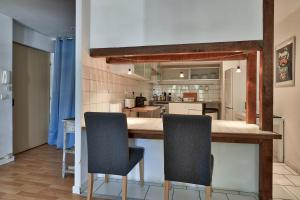 A kitchen or kitchenette at NOCNOC - La Permanence