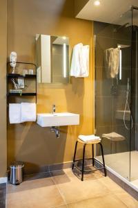 A bathroom at Hotel1875