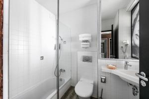 A bathroom at Amberton Hotel Klaipeda