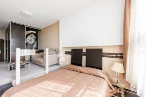 A bed or beds in a room at Amberton Hotel Klaipeda
