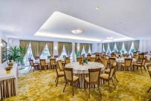 Restauracja lub miejsce do jedzenia w obiekcie Hotel Lubicz