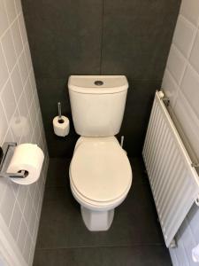 A bathroom at Hotel Grandcafe De Doelen