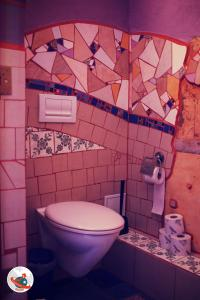 A bathroom at Homeplanet Hostel