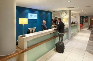 El vestíbulo o zona de recepción de Holiday Inn Express Manchester City Centre, an IHG Hotel