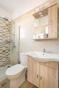 A bathroom at Danae Apartments