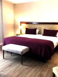 A bed or beds in a room at Hotel Intersur Recoleta