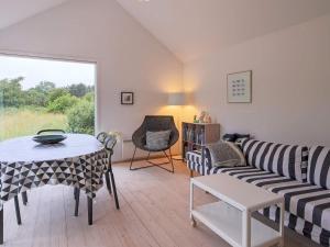 Ein Sitzbereich in der Unterkunft Holiday home Nykøbing Sj XXIV