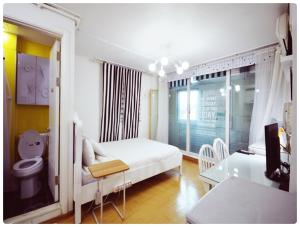 A bed or beds in a room at Han River Residence & Guesthouse