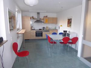 A kitchen or kitchenette at Topp Apartments
