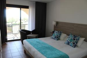 A bed or beds in a room at Thalacap Camargue
