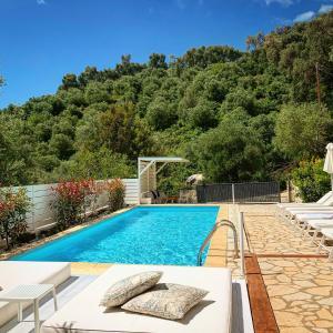 Πισίνα στο ή κοντά στο Dracos Hotel