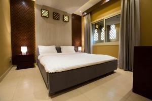 Cama ou camas em um quarto em Mabaat Homes - Diwan Al-Hijaz Compound, Luxury Villa
