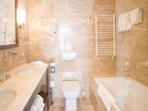 Łazienka w obiekcie Hotel Excelsior