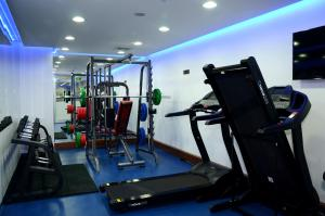 The fitness center and/or fitness facilities at Çınarpark Hotel