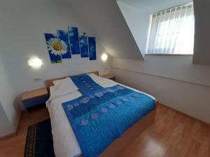 Cama o camas de una habitación en Turizem Loka Bed and Breakfast