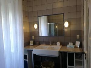 A bathroom at Mesao Provesende