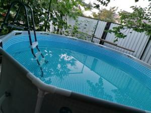 Бассейн в Guest house U Iriny или поблизости