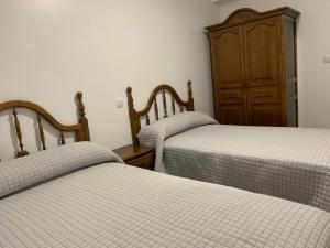 A bed or beds in a room at Apartamentos Atlántica Muxía