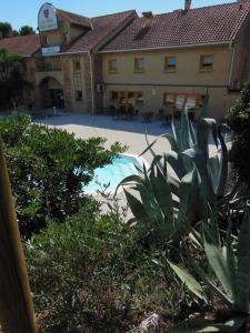 Piscine de l'établissement Villa Martégale Hôtel Restaurant ou située à proximité