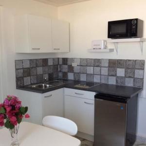 A kitchen or kitchenette at La Dolce Vita Apartments