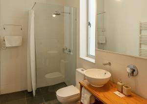A bathroom at Fauna Hotel