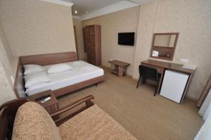 A bed or beds in a room at Лазурный бриз