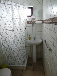 A bathroom at Vitória House