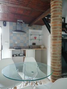 A kitchen or kitchenette at Vitória House
