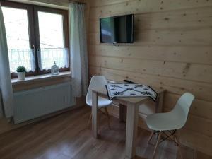 Telewizja i/lub zestaw kina domowego w obiekcie Apartamenty i pokoje u Klimka