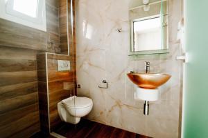 A bathroom at Hotel Torini