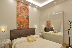 A bed or beds in a room at CASERTA DELUXE BIS