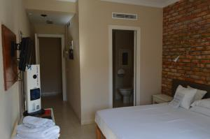 A bed or beds in a room at Hostal Mar del Plata