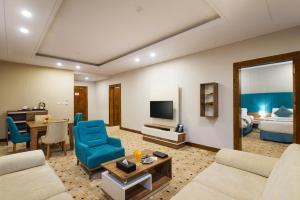 Uma área de estar em Le Park Concord Hotel - Turaif