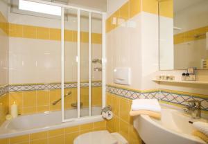 Ein Badezimmer in der Unterkunft Hotel Reindl Suiten & Appartments
