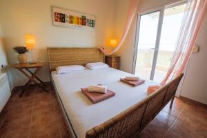 A bed or beds in a room at Sea Side Maisonette