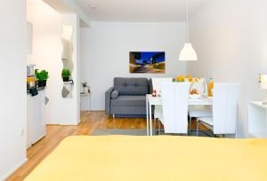 A television and/or entertainment centre at Relax Aachener Boardinghouse Appartements Premium 1