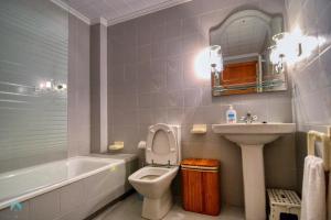A bathroom at Urbanova Alicante