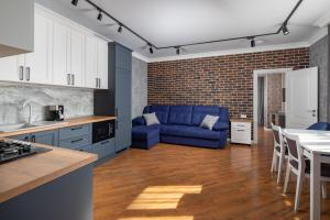 A kitchen or kitchenette at Akropol Apartments