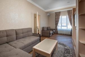 A seating area at Akropol Apartments