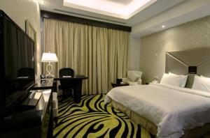 Cama ou camas em um quarto em Sanam Hotel Suites - Riyadh