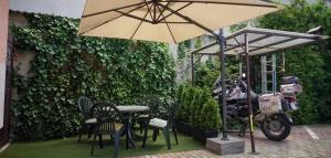 Reštaurácia alebo iné gastronomické zariadenie v ubytovaní Penzión Tiberia